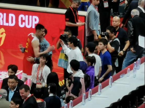 篮球世界杯首次中国开赛,球迷请年假打飞的为八大赛区打call